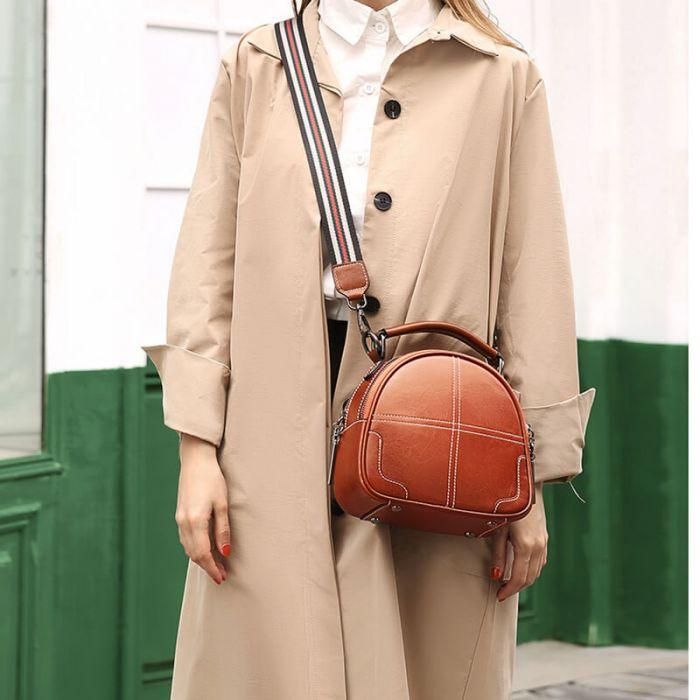 moderne Umhängetasche Damen aus Leder mit breitem Gurt